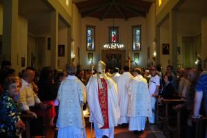 L'ingresso in chiesa di S.E.Arch.Riccardo Fontana
